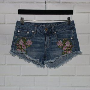 American Eagle Sz 0 Floral Embroidered Cut Offs